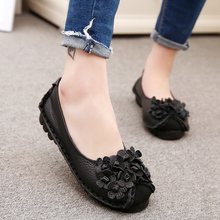 Mother shoes genuine leather vintage handmade flower shoes soft outsole flat slip-resistant quinquagenarian mother shoes single
