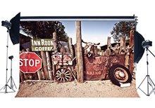 Vecchio Fienile Sfondo Shabby Ovest Cowboy Fondali Ruota Vintage Nostalgia di Legno Recinzione Recinzione di legno Rustico Traffico Sfondo