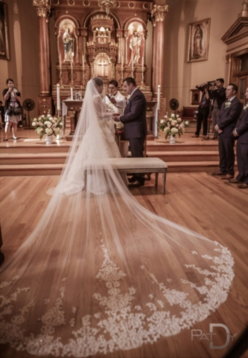 4-Meter-White-Ivory-Beautiful-Cathedral-Length-Lace-Edge-Wedding-Bridal-Veils-With-Comb-Long-Bridal