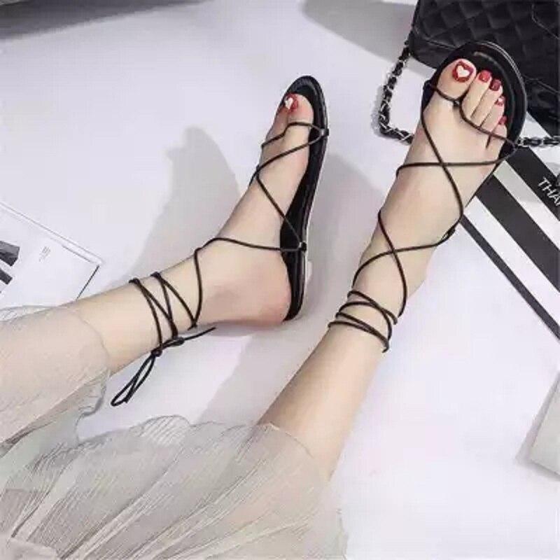 Neue flache Schuhe des Sommers des Gurtbandsandalen-Studenten 2018 flach mit der Schuhmode der Frauen mit personifizierten Schuh