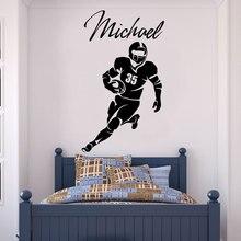 Aanpasbare naam rugby speler icoon vinyl muur applique jongen jeugd kamer decoratie mural home decoratie behang DZ21