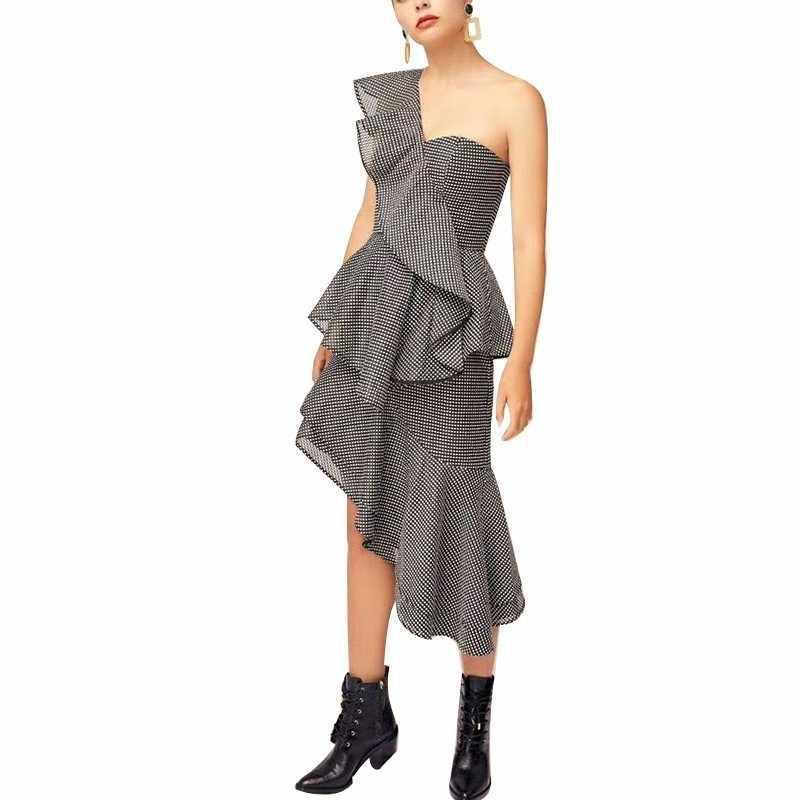 TWOTWINSTYLE Сексуальное Женское Платье в клетку с оборками, с открытыми плечами, с высокой талией, асимметричные платья, женская мода, лето 2019