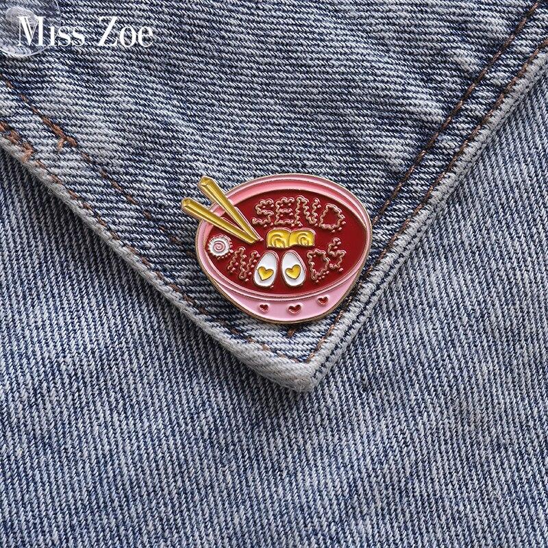 Jaja Ramen emalia Pin różowy miska makaron odznaka niestandardowe broszki torba ubrania klapy pin Cartoon żywności biżuteria prezent dla dzieci przyjaciółmi