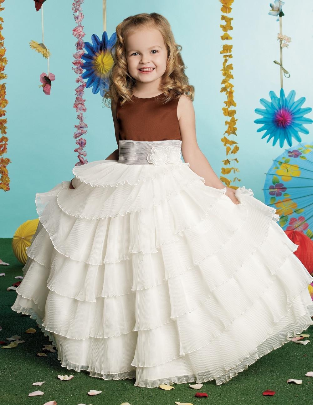 Коричневые платья с цветком на
