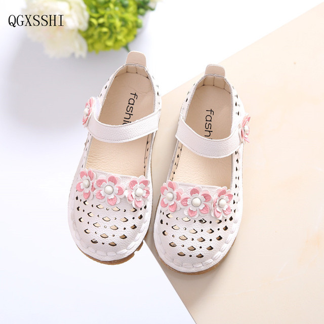 8518d4c02b250 QGXSSHI Spring Summer Girls Leather Shoes Kids Shoes Children Sandals Girls  Princess Cut-outs Fashion flowers PU Leather Girls