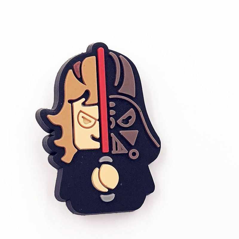 1 pçs estrela guerra robô r2d2 pvc pino trajes emblemas personagem dos desenhos animados ícone sacos broche botão emblema roupas sapatos chapéu festa presente