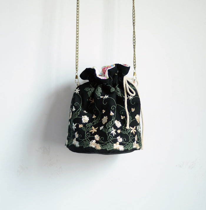 2017 Fashion Lady New Arrival England S Floral Lady Embroidery Flower String Black Women Cross body Girl Shoulder Bucket Bag