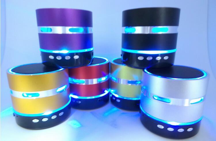 Frete grátis Mini Metal Speaker Portátil Estéreo Colorido LED Sem - Áudio e vídeo portáteis