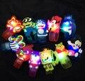 10 unids/lote Flash LED iluminación niños kids pulsera wrist band decoración del partido del regalo de cumpleaños de Dibujos Animados reloj de destello luminoso 10g