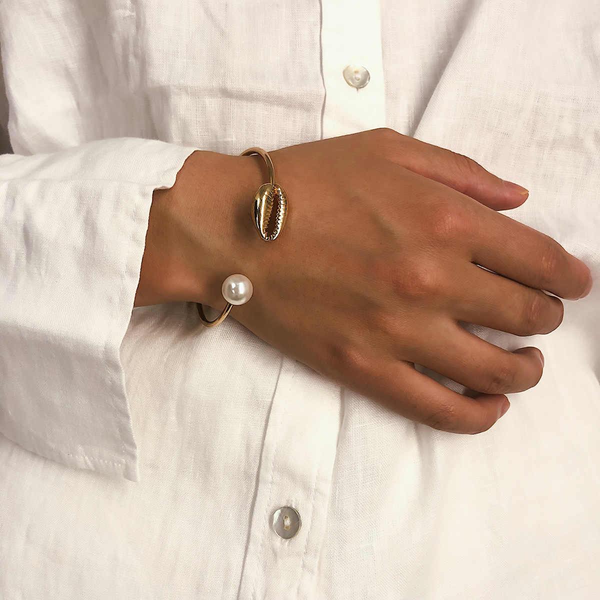Moda abertura de color dorado Cowrie brazalete con concha pulseras para perlas de imitación de mujer brazalete de perlas