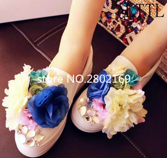 ФОТО Comfortable Flats Fashion Flower Beauty Canvas Slip On Women Shoes 2017 New Arrival Round Toe Mixed-Color Soft Casual Shoes