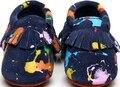 Новый стиль Натуральная Кожа Детские Мокасины Обувь Граффити Замши новорожденных первый ходунки мягкой подошвой младенческой bebe Детская Обувь