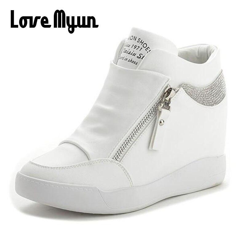 Модные кроссовки; женские кожаные ботинки, визуально увеличивающие рост; женская обувь на высоком каблуке; цвет черный, белый; шикарная обув