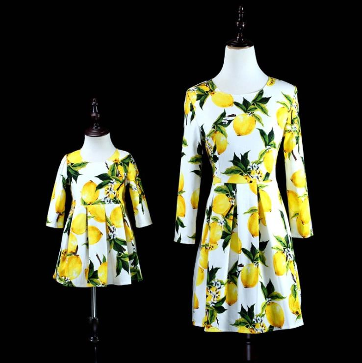 Europe and the United States 2018 autumn The new Parent-child outfit Lemon print seven-point sleeve mother-daughter dress the good mother