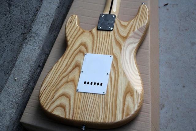ST - Ash body, Maple Fingerboard 21 Frets 3