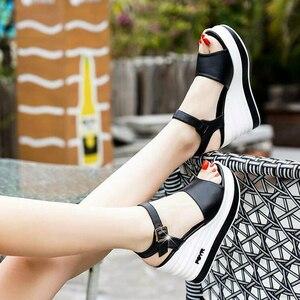 Image 4 - Yüksek kaliteli yaz ayakkabı kadın sandalet deri yüksek topuk kama kadın sandalet sünger kek açık ayak kalın kadın ayakkabı w206