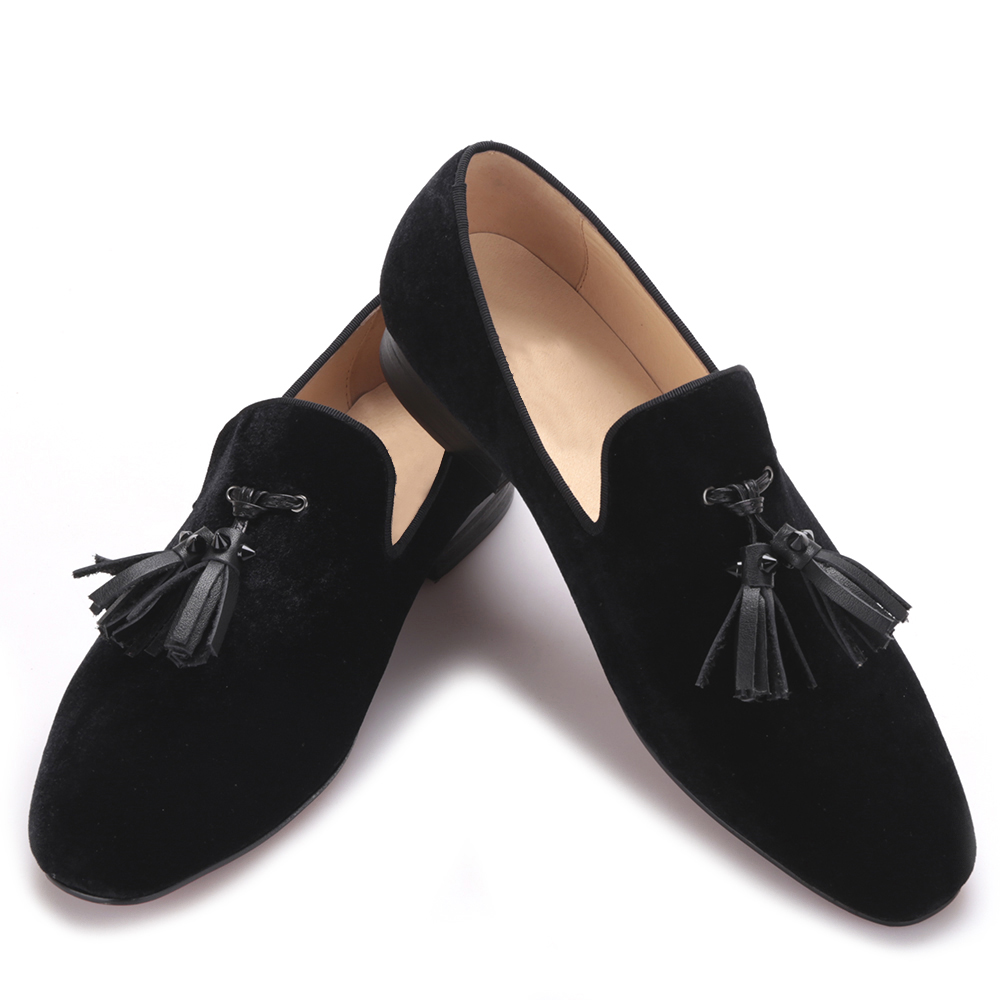 купить 2017 Handmade men velvet shoes with new leather rivet tassel Fashion Britain smoking slipper Wedding and Banquet Men Loafer дешево
