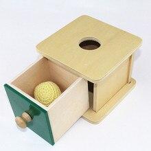 Caja cuadrada  con pelota de tela