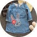Бесплатная Доставка 6 шт./лот 2017 Весна Модель Маленький Кролик Аппликация Джинсовые Платья для 2-8yrs Новорожденных Девочек