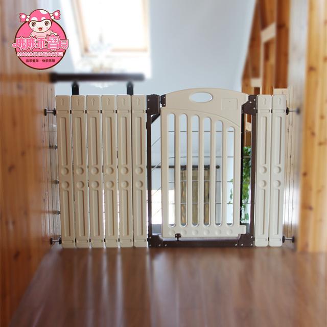 Bebé bebé niño puerta de dos vías de la escalera puerta de la cerca del perro cerca del animal doméstico
