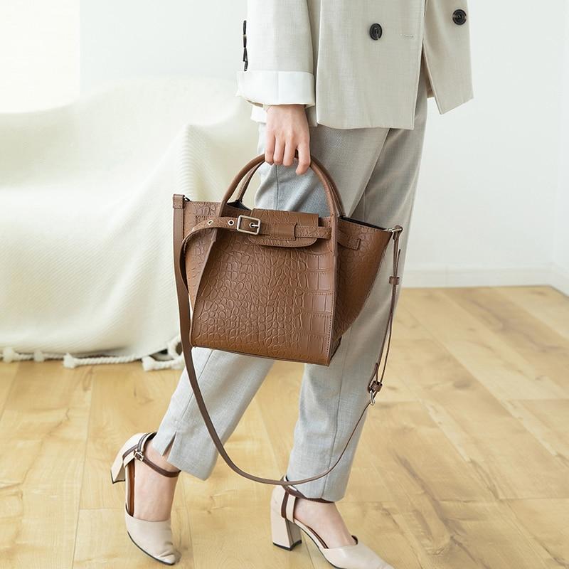 white Véritable Cuir Luxe Femmes 2019 En Trapze Pour Designer Femelle À Sac Sacs Motif Black Crocodile Peau Mode Vache Main De brown Nouvelle D9EHW2I