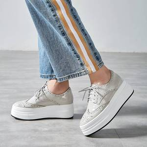 Image 4 - Krazing pot 2019 nova moda dedo do pé redondo ventilado rendas até tênis plataforma inferior grosso primavera confortável sapatos vulcanizados l10