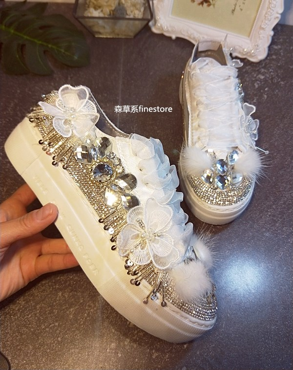 Original Korean hand sewn Town Pearl Crystal Flower Casual Shoe individual Water drill tie canvas Shoe TideOriginal Korean hand sewn Town Pearl Crystal Flower Casual Shoe individual Water drill tie canvas Shoe Tide