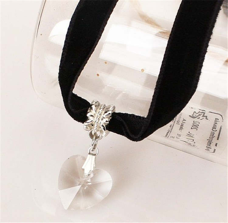 HTB1qF51QFXXXXbRXFXXq6xXFXXXC - New Fashion Woman Velvet Choker Heart Crystal Pendant Necklaces For Women Jewelry Female Black Ribbon Necklace Party Gift Collar