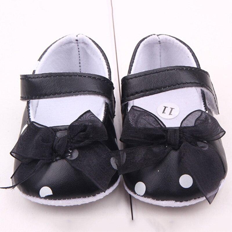 Däumling Timmy - Zapatos primeros pasos de cuero para niña azul Turino tiefsee B00JGP19MI. € € Ahorre: 72% descuento. Geox B Kilwi Girl, Zapatillas para Bebés B01MG4JIV9. € € Ahorre: 76% descuento. Easy Peasy Lillyp - Zapatos de .