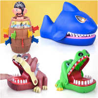 Crianças grande crocodilo tubarão boca dentista mordida dedo jogo novidade piadas crianças dos desenhos animados pirata barril família truque engraçado jogo
