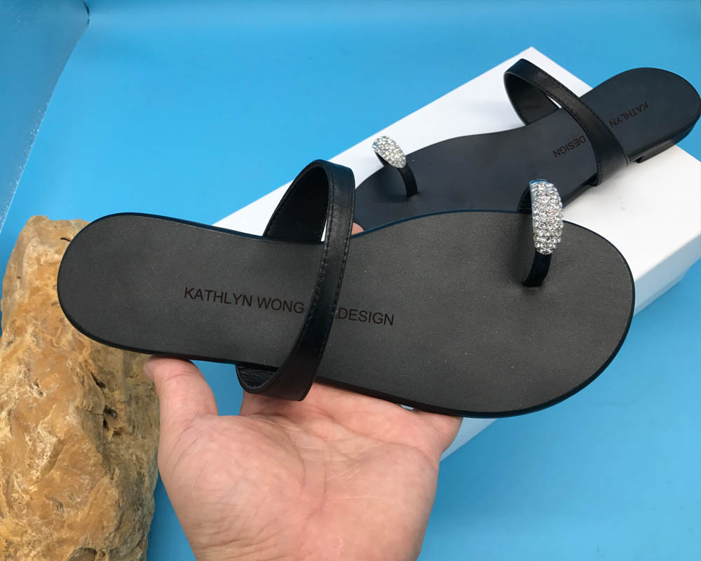 KATHLYN وونغ جلد حقيقي النساء كريستال تصميم النعال جلد البقر الوجه يتخبط-في شباشب من أحذية على  مجموعة 2