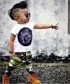2017 de Verão do bebê moda Infantil roupas bebê recém-nascido menino dos desenhos animados manga Curta T-shirt + calças de Camuflagem 2 pcs infantil conjunto de roupas