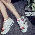 Женщины Пожать Холст Обувь Женщины Холст Вышивка Ленивый Отдыха Женская Обувь 2017 новая коллекция весна Мода Женщины Cansual Обувь Повышение