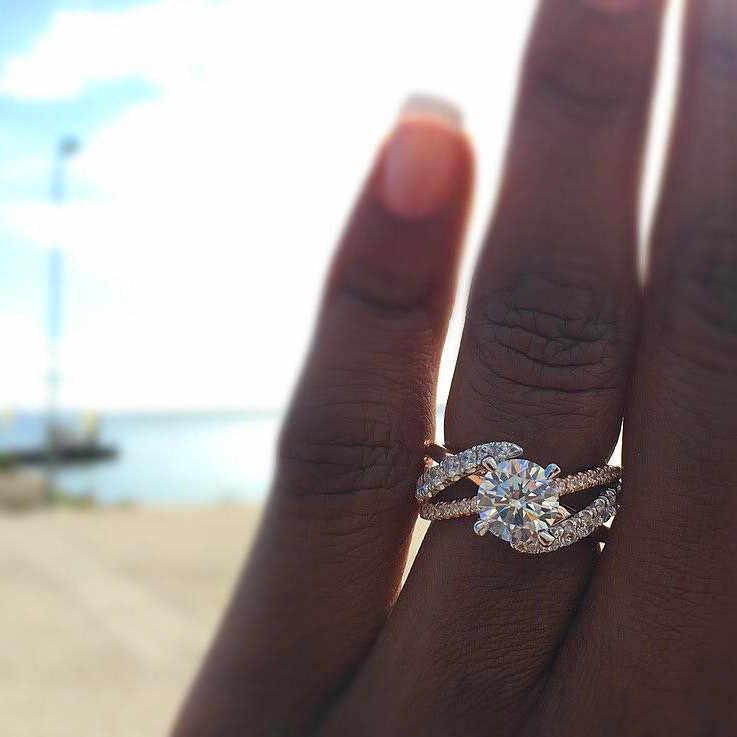 หญิงหรูหราสีขาวรอบ Zircon แหวนแฟชั่น 18KT Rose Gold Cross แหวนหมั้นแหวนแต่งงาน Vintage