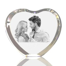 лучшая цена Personalized Custom 2D/3D Laser Engraved Crystal Frame Heart Shaped Etched Glass Photo Picture Heart Block for Wedding Gifts