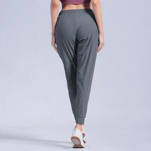 Image 5 - หญิงกีฬากางเกงไนลอนQuickแห้งกางเกงวิ่งกางเกงโยคะพ็อกเก็ตหลวมBreathableสตรีJogging