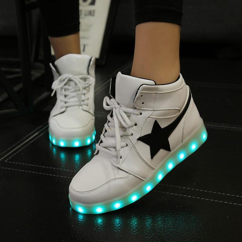 a07d68f6ecb 2017 Nuevas Estrellas Luz Led Zapatos de Alta Superior Hasta Zapatillas de  Deporte mujeres zapatillas con luces Brillantes Zapatillas Para Adultos de  Carga ...