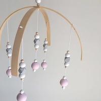 Mobile Bébé suspendu perles en bois 3