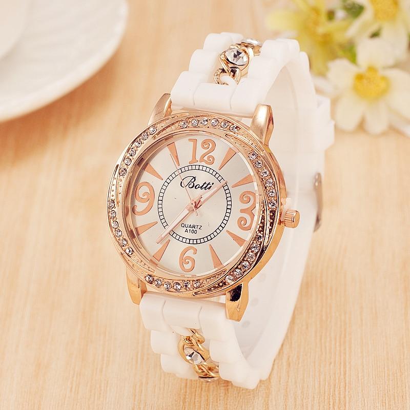 b7ecb782cf0 Hot Venda Nova Silicone Relógio Marca De Luxo Mulheres Se Vestem Relógio de  Quartzo Corrente de Ouro Pulseira de Strass Relógios Relogio feminino