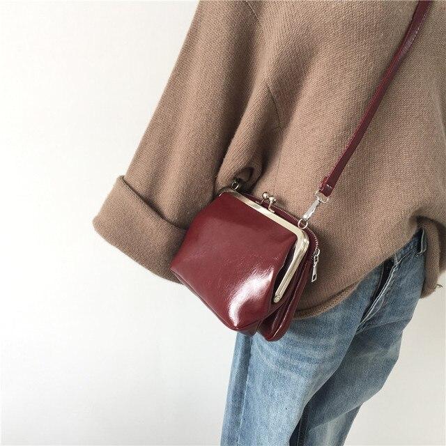 5242955cf Color sólido Clip de las mujeres bolsas hombro mensajero bolso Retro bolsos  cuero Pu para teléfono monedero embrague 2019