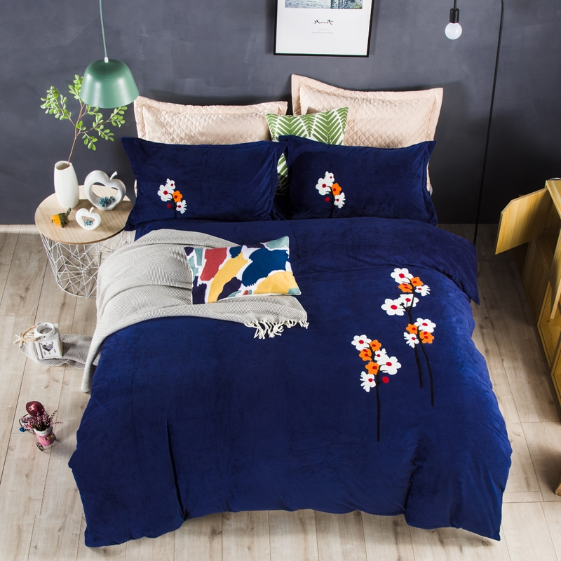 2017 New Luxury Flannel bedding set blue winter warm duvet cover sets Plum embroidery bed linen bedsheet2017 New Luxury Flannel bedding set blue winter warm duvet cover sets Plum embroidery bed linen bedsheet