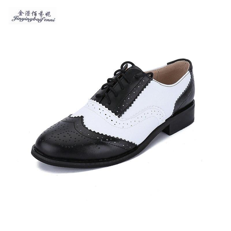 cc06d689b1 Tamaño 33 47 Nuevo 2017 vintage negro blanco punta redonda de cuero genuino  Oxfords las señoras para mujer Encaje arriba plano brogue creepers Zapatos  en ...