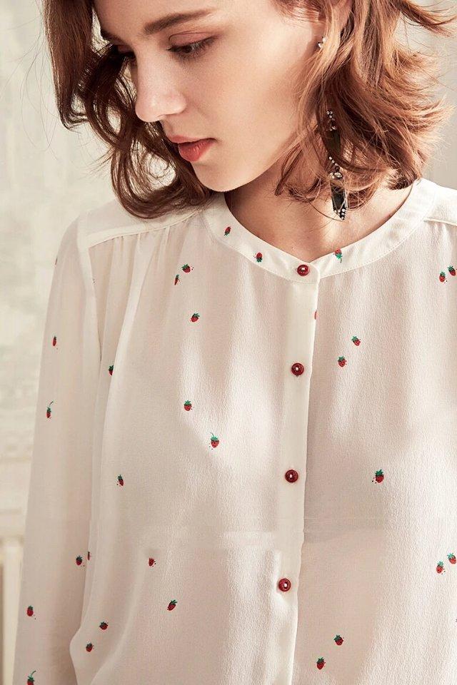실크 100% 화이트 딸기 프린트 긴팔 셔츠 top features buttoned 2019 봄 여름 여성 세련된 블라우스 셔츠-에서블라우스 & 셔츠부터 여성 의류 의  그룹 1