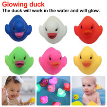 Induction Rubber Duck Bath Flashing Light Toy Auto Color Changing Baby Bathroom Toys Multi LED Lamp For Children
