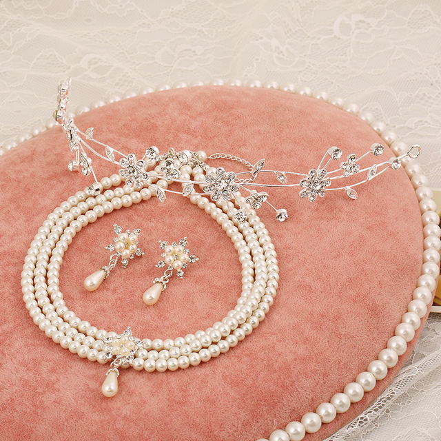 Korean crystal tiara bridal flowers upscale bridal bridal jewelry pearl necklace jewelry three-piece suit