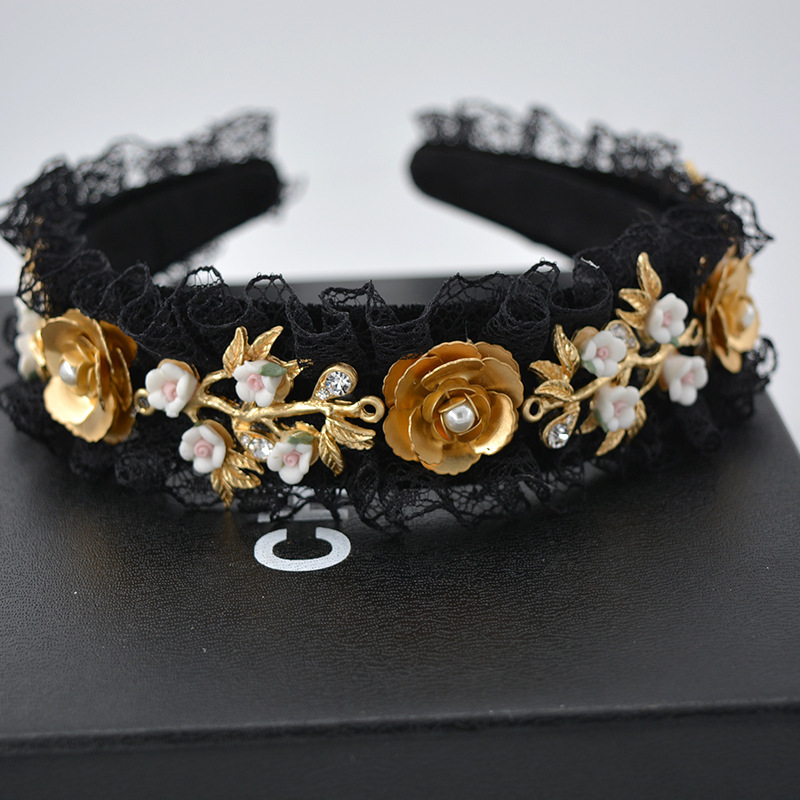 Nueva tendencia terciopelo barroco Corona Metal Pasadores flor Hairband  cristal encaje Accesorios boda tiara perla diadema gi en Joyería del pelo de  Joyería ... f15a5fc7f59b