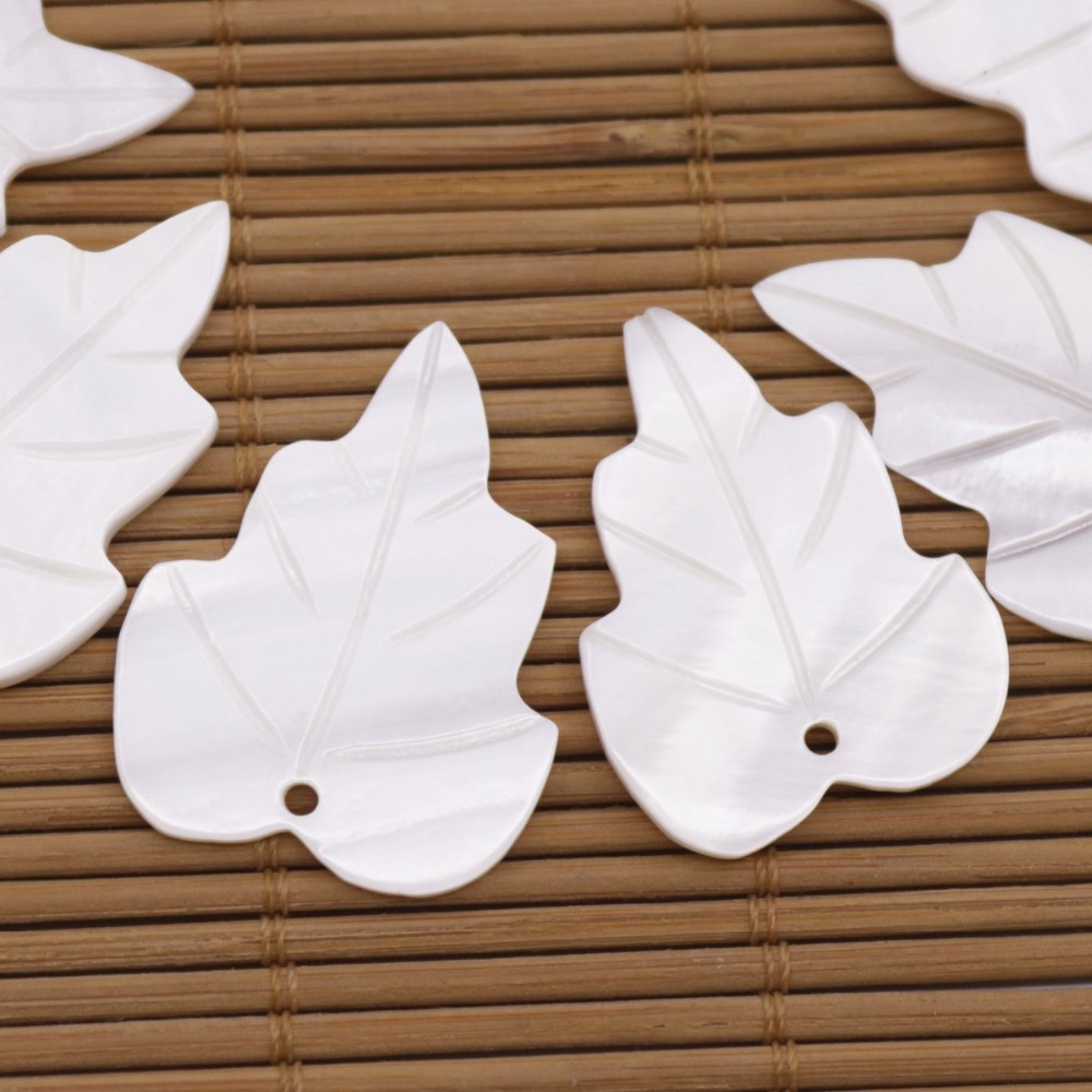 Купить с кэшбэком 10 PCS Leaf Shell Charms Pendant Natural White Mother of Pearl Loose 22mmX30mm