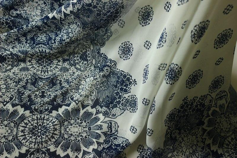 75D mousseline de soie tissu bleu points et fleurs fond blanc  Positionnement imprimé sur les deux côtés pour les vêtements et écharpe  CH1967 1e1801ca013