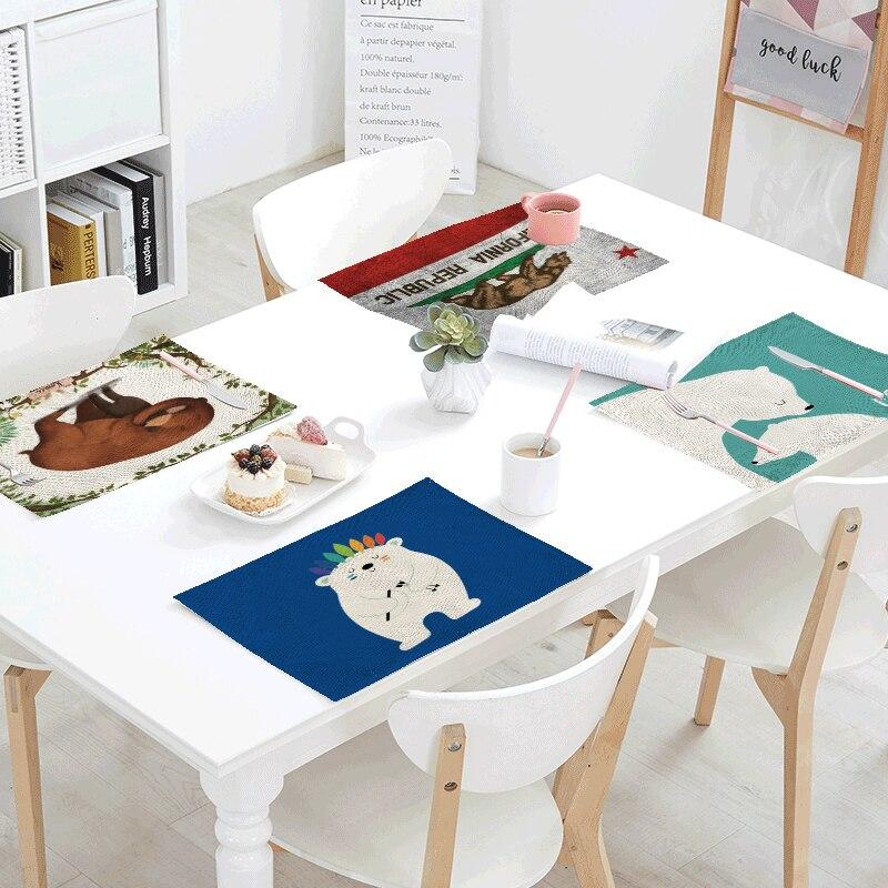 1Pcs 42*32cm Lovely Brown Bear Table Napkins Placemats Home Decor Polar Bear Penguin Linen Table Mats Coaster For Wedding Party