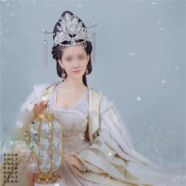 ae4ed221c White Winter Fur Costume Ying Rong Gorgeous Empress Costume with Fur Cloak  for TV Play Tribes